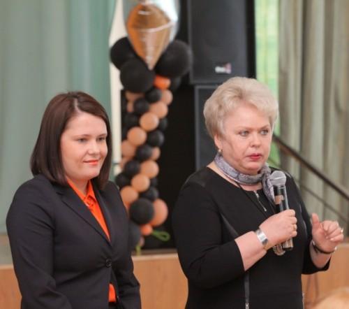 Студентов приветствовали директор по персоналу группы Монди в России Ольга Фотиева и директор СЛИ Валентина Жиделева.