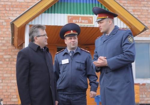 Александр Матвеенко (справа) рассказал, как изменится колония №42.