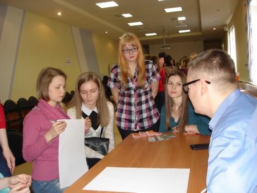 На интерактивной площадке студентов учили правильно составлять резюме и проверяли их на креативность.