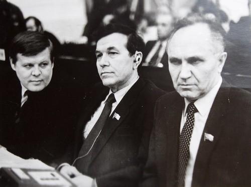 Николай ГЕН слева