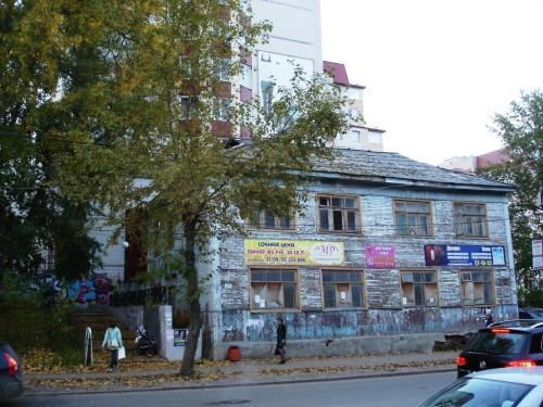 Сообщение, что с жильцов этого дома собирают деньги на текущий ремонт, удивило даже сотрудника прокуратуры.