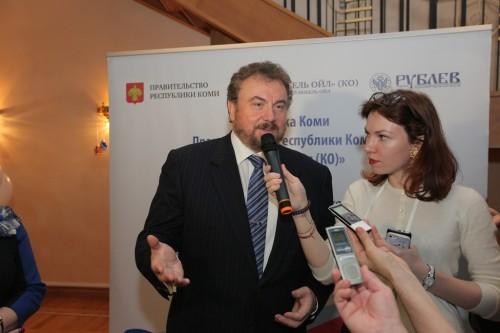 Григорий Гуревич отвечает на вопросы журналистов.