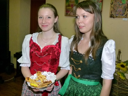 Девушки из немецкой НКА представили рождественские деликатесы.