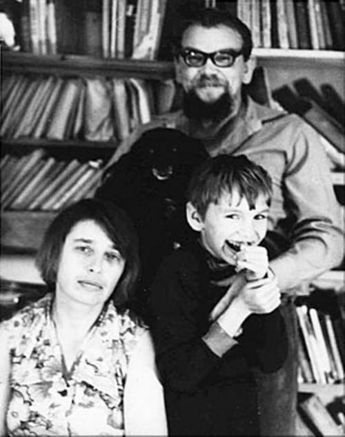 Семья Пименовых в сыктывкарской квартире.