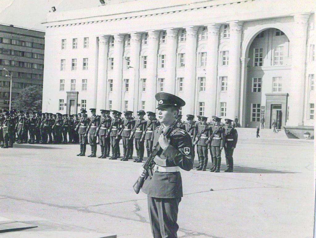 Юный танкист Дмитрий Болтыхов дает присягу.