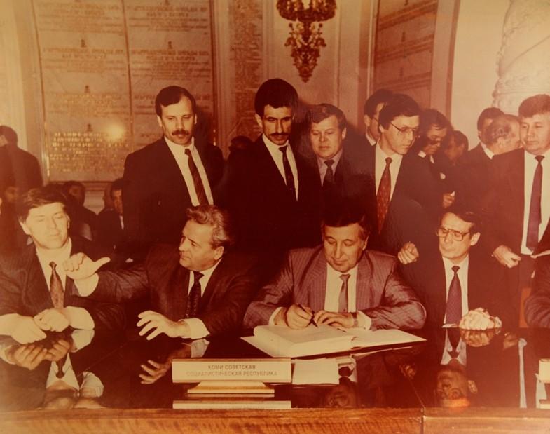 Подписание федеративного договора. Москва, 1992 год.