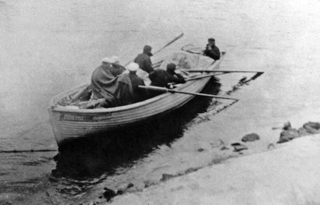 Шлюпочный поход в 1936 году совершили также студенты ЛКИ.