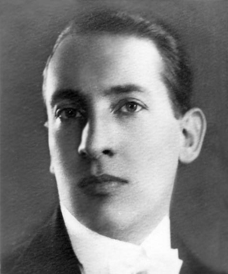 Борис Дейнека – один из самых популярных певцов Москвы.